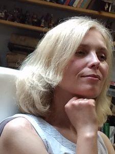 Ewa pozuje Rosinskiemu do portretu